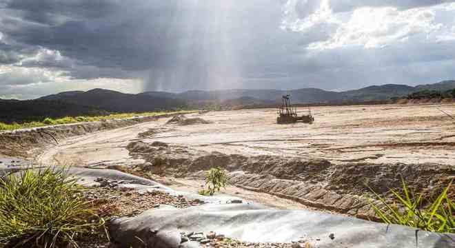 A barragem Mina do Engenho, em Rio Acima (MG), que oferece risco e está abandonada