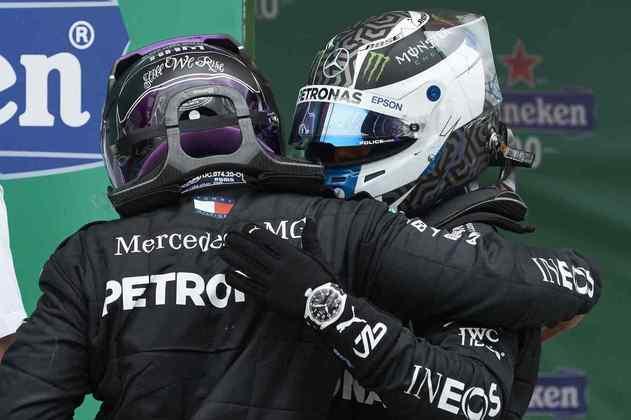 A Mercedes conseguiu novamente uma dobradinha, com vitória de Hamilton e Bottas em segundo