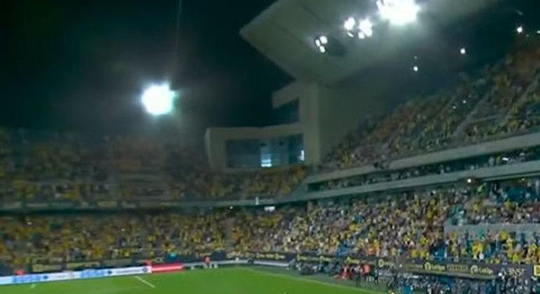 A ministra da saúde da Espanha, Carolina Darias, afirmou, em junho, que os clubes poderiam ter o retorno do público em 100% da capacidade dos estádios. No entanto, a volta foi gradual.