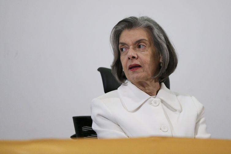 Cármen Lúcia é sexta ministra do Supremo vacinada contra covid