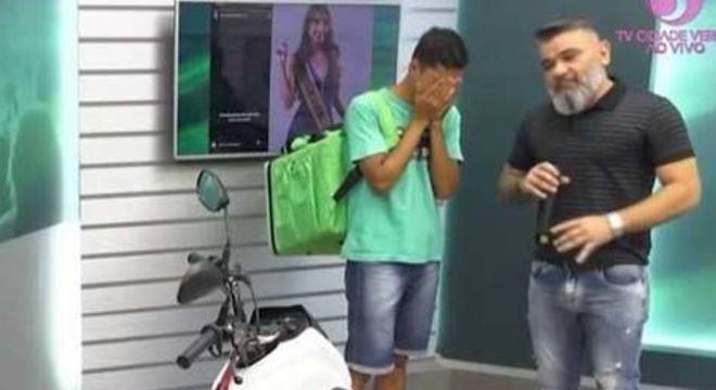 A Miss Campo Novo de Parecis, Bruna Figueiredo, 21, foi duramente criticada por zombar de um entregador por ele estar de bicicleta; veja vídeo