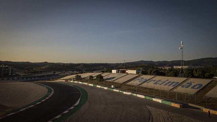 A MotoGP realizou dia de teste coletivo e reconhecimento do traçado de Portimão. Confira as principais imagens