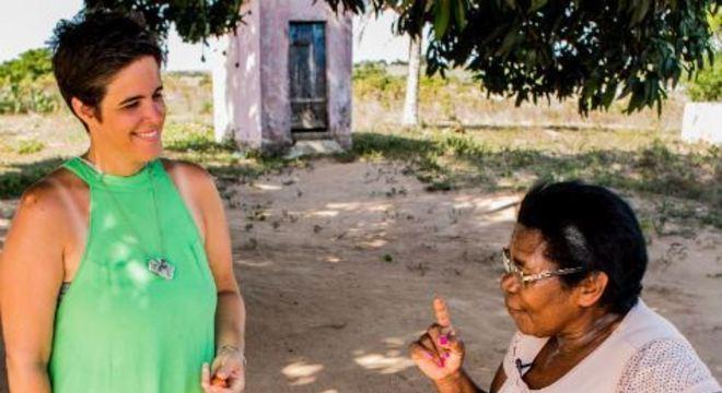 A multiartista Alessandra Leão caminhou por Pernambuco e Paraíba fazendo entrevistas com nomes importantes da cena