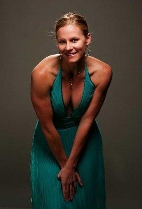 A nadadora Jenny Thompson, dos Estados Unidos, é mais uma que conquistou 12 medalhas olímpicas em sua carreira. Entre a edição de Barcelona, na Espanha, em 1992, e Sydney, na Austrália, em 2000, a atleta acumulou oito ouros, três pratas e um bronze. Todas as premiações douradas foram em provas de revezamento