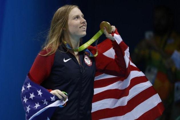 A nadadora Lilly King é a dona do recorde olímpico nos 100m peito feminino. A atleta norte-americana cravou o tempo de 1min04s93 nos Jogos Olímpicos do Rio de Janeiro, em 2016.