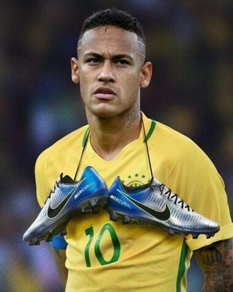 """A """"Nike Mercurial Vapor XI, Puro Fenômeno"""" foi lançada em 2018, inspirada em Ronaldo Fenômeno, nas cores azul e prata"""