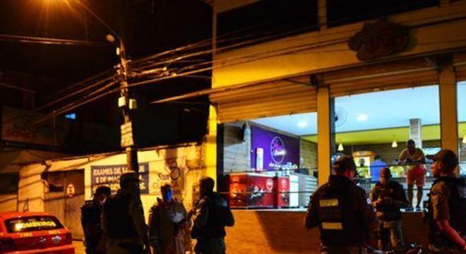 """A operação denominada """"Bar Seguro"""" foi realizada na noite dessa terça agentes do 20º Batalhão da Polícia Milita, Corpo de Bombeiros, equipes da Lei Seca e das Rondas Municipais de Camaragibe"""