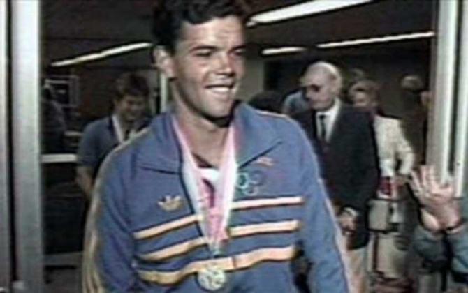 A outra medalha de prata do Brasil nos Jogos de Los Angeles, nos Estados Unidos, em 1984, foi para o trio de velejadores Daniel Adler, Torben Grael  e Ronaldo Senfft na Classe Soiling.