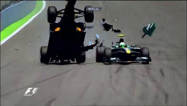 A pancada de Mark Webber no GP da Europa de 2010 chocou a todos, mas o australiano saiu ileso.