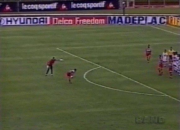 A partida ainda estava em 0 a 0 quando Rogério cobrou a falta. O chute no canto esquerdo do goleiro Adinam foi imparável e, assim, Rogério abriu o placar para o São Paulo em Araras, SP.