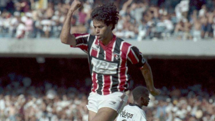 A partida de ida da final estadual de 1991 foi uma amostra do enorme poder de decisão do craque: ele marcou os três gols da vitória por 3 a 0 sobre o Corinthians. O Tricolor sagrou-se campeão após um empate sem gols na volta. Histórico!