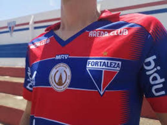 A partir de 2019, o Fortaleza passou a utilizar somente uma estrela, em referência a conquista da Série B de 2018. Antes, o Leão tinha seis estrelas,  quatro eram cinzas pelo tetra cearense (2007/08/09/10) e outras duas amarelas pelos torneios Norte-Nordeste de 1946 e 1970.