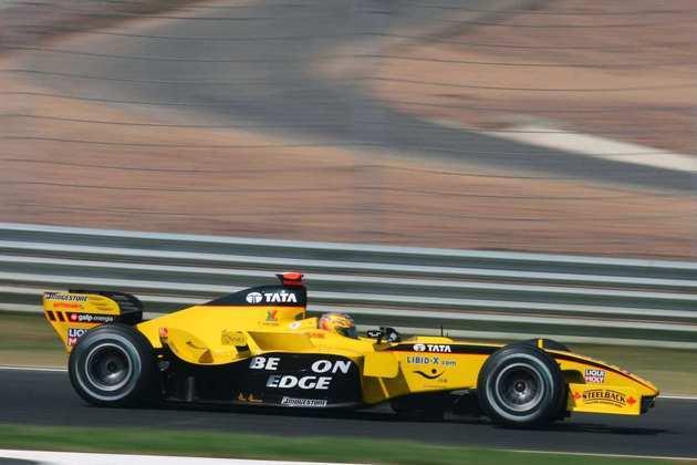 A partir do GP da Itália, 15ª etapa de 2005, a Jordan introduziu novidades no EJ15B. O modelo, porém, não rendeu resultados expressivos e a equipe virou Midland no ano seguinte