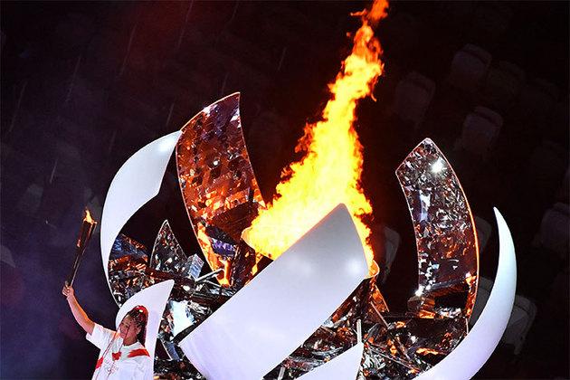 A pira olímpica em chamas. Que comecem os jogos!