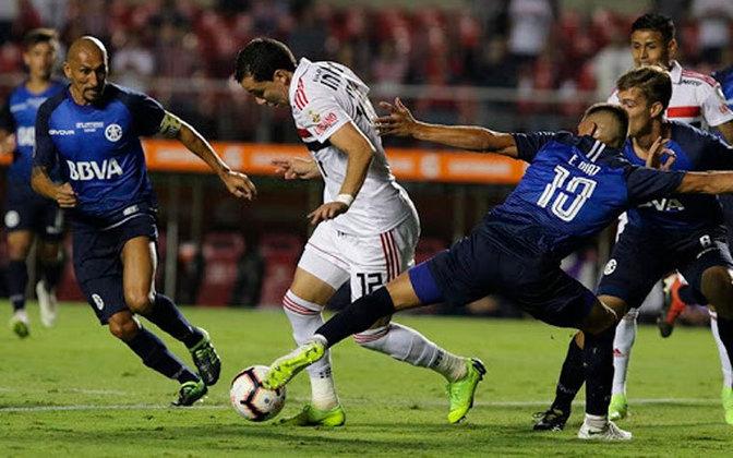 A primeira decepção da torcida com Pablo foi na fase preliminar da Libertadores, contra o Talleres. O então camisa 12 não mostrou muita coisa e ficou sumido nas duas partidas.