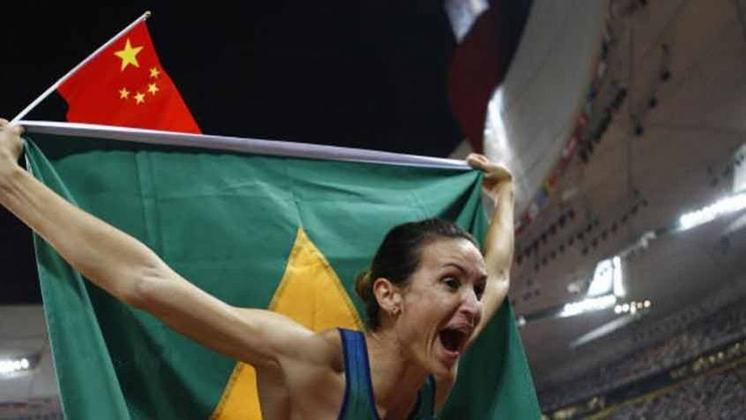 A primeira, e até agora única, medalha de ouro do atletismo feminino do Brasil foi obra de Maurren Maggi. Nos Jogos de Pequim, em 2008, ela foi ao topo na prova do salto em distância.