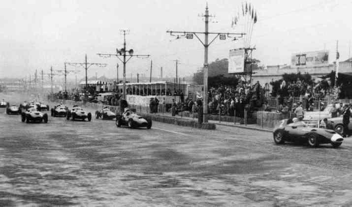 A primeira edição foi em 1958, no circuito de rua da Boa Vista, na cidade do Porto. O inglês Stirling Moss venceu a corrida