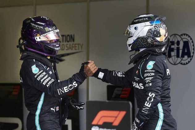 A primeira fila do grid é toda da Mercedes pela primeira vez na temporada