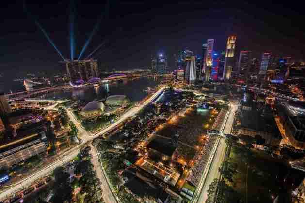 A primeira prova noturna da F1 foi o GP de Singapura, em 2008, que está no calendário até hoje. Também é projeto de Tilke