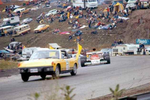A primeira utilização foi em 1973, no GP do Canadá, quando um Porsche 914 entrou na pista para cuidar da condições ruins do clima