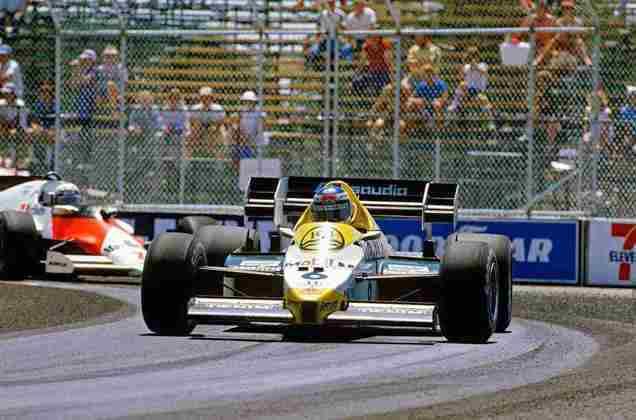 A primeira vitória da Williams com motores Honda foi no caótico e desgastante GP de Dallas, nos Estados Unidos, em 1984. Os propulsores da fabricante japonesa aguentaram o forte calor na travada pista americana