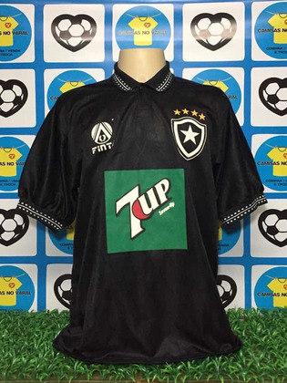 A principal inspiração para o uniforme foi a camisa de 1995, do ano do título brasileiro conquistado pelo Botafogo, que também tinha tais detalhes na gola e nas mangas. Há também a presença de uma marca d'água. Confira, agora, as últimas camisas II do Botafogo: