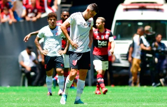 A quarta colocação é do Athletico Paranaense. O Furacão sofreu 47 goleadas em 628 jogos na era dos pontos corridos no Brasileirão.