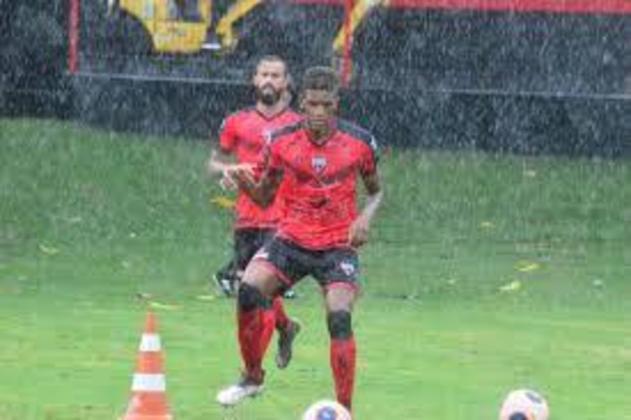 A quinta posição é do Atlético-GO, que lançou três jogadores da base nesta temporada. Os escolhidos foram Michel (zagueiro, 19 anos), Eduardo (meia, 19 anos) e Vitor Leque (atacante, 19 anos).