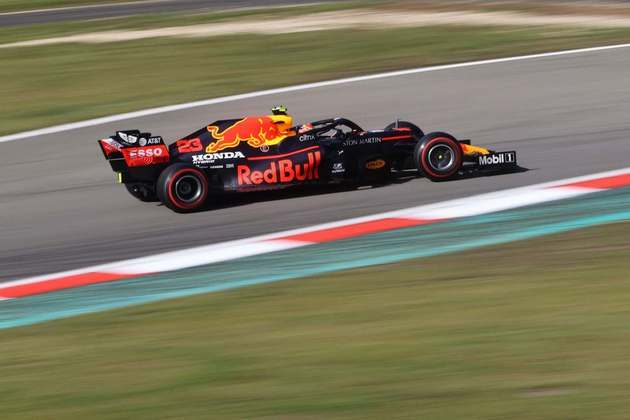 A Red Bull admitiu que pode fazer apenas modificações no carro de 2021, chamando-o de RB16B. Outras equipes no passado fizeram o mesmo, confira algumas (Por Grande Prêmio)