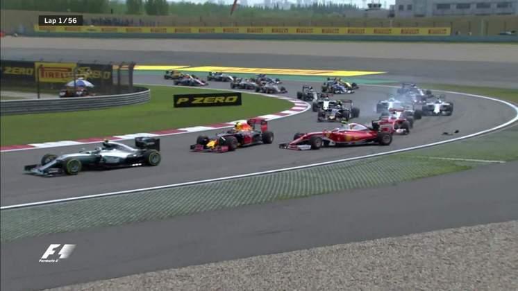 A relação do tetracampeão com Kimi Räikkönen na Ferrari era mais tranquila, mas sofreu alguns arranhões como no GP da China de 2016