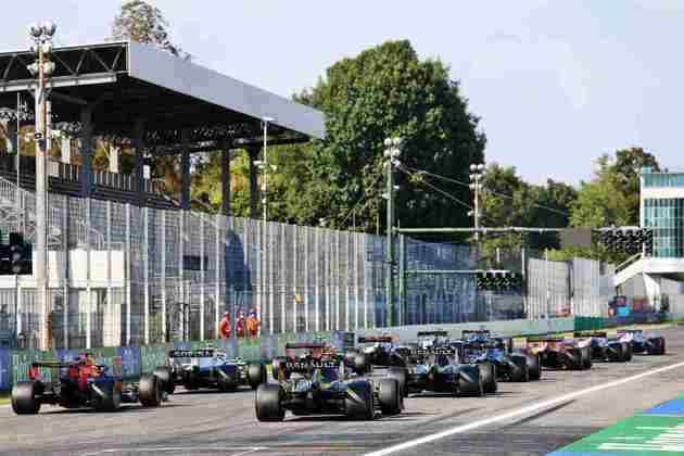 A relargada do GP da Itália, após a bandeira vermelha causada por Charles Leclerc