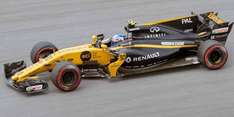 A Renault antecipou a chegada de Carlos Sainz, em 2017, para demitir Jolyon Palmer.