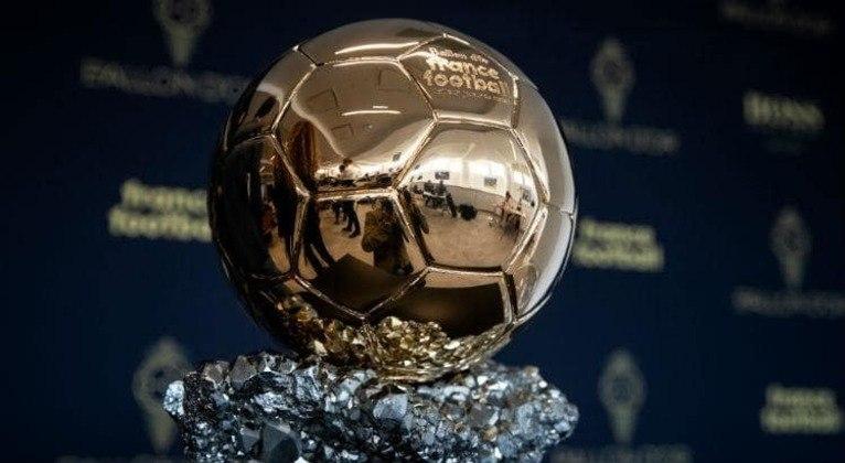 A revista France Football anunciou nesta segunda-feira (20) que a Bola de Ouro não terá edição em 2020. O evento premia os melhores do planeta a cada ano e é muito concorrido, considerando a mídia mundial. De acordo com a France Football