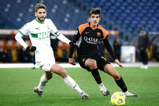 A Roma, que está em sétimo e enfrenta o Spezia, fora de casa, briga pela vaga na Conference League com o Sassuolo, que está em oitavo e recebe a Lazio.