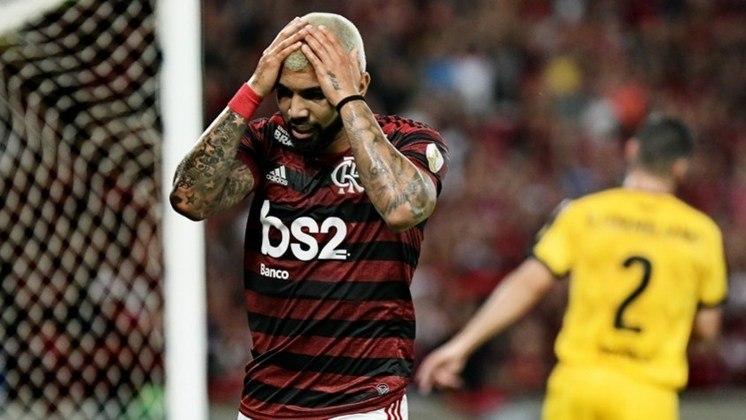 A segunda colocação é do Flamengo, que tomou 49 goleadas em 666 jogos no Brasileirão desde que ele começou a ser disputado em pontos corridos, no ano de 2003.