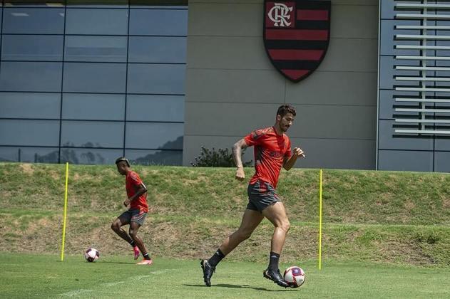 A segunda-feira do Flamengo foi marcada pela reapresentação dos principais jogadores do elenco no Ninho do Urubu. Após a conquista do Brasileirão e 17 dias de férias, os atletas deram início à preparação para a temporada 2021. Veja, a seguir, imagens do primeiro dia de atividades.