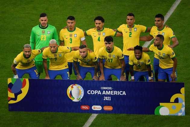 A Seleção Brasileira perdeu a final da Copa América para a Argentina, pelo placar de 1 a 0, no Maracanã, e foi vice-campeã do torneio. Mesmo com a derrota, alguns jogadores se destacaram ao longo da competição e ganharam pontos com Tite. Enquanto isso, outros convocados não cumpriram as expectativas e acabaram decepcionando. O LANCE! analisou a participação de todos os convocados do Brasil para a Copa América. Confira!