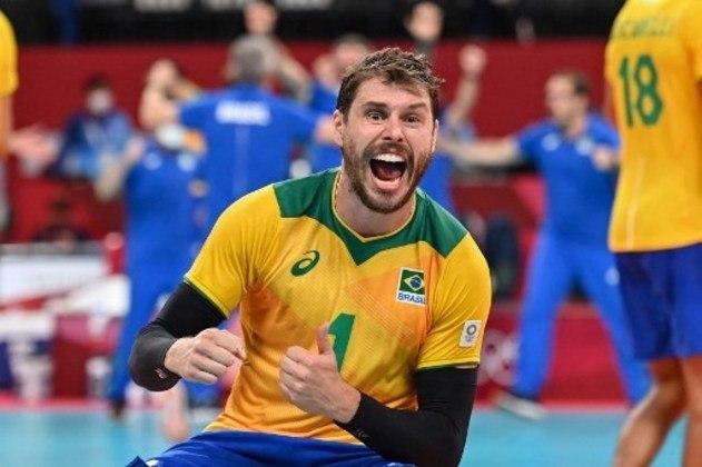 A seleção masculina de vôlei encara a França às 23h05, pela  quinta e última rodada. Já classificado, o Brasil tenta o topo no grupo B. Para isso, precisa vencer e secar os russos.