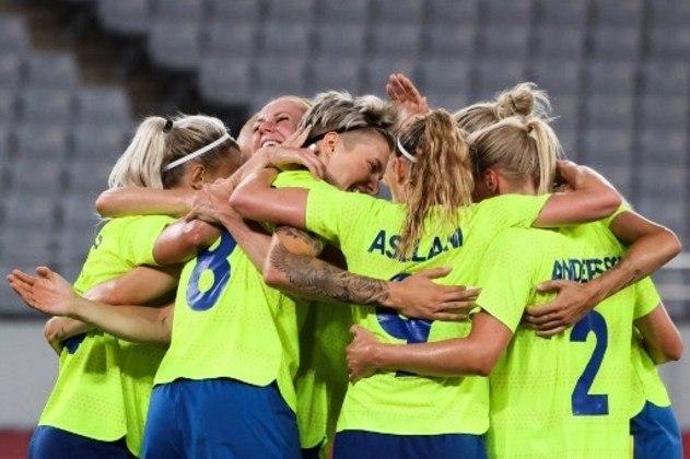 A Suécia empolgou na estreia no futebol feminino. Medalha de prata em 2016, a seleção sueca venceu os Estados Unidos por 3 a 0, pelo Grupo G. Blackstenius marcou duas vezes e Hurtig completou o placar.