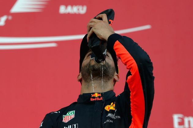 A surpreendente vitória no GP do Azerbaijão de 2017 rendeu um saboroso shoey para Ricciardo