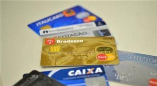 A taxa média do rotativo do cartão de crédito subiu 9,4 pontos percentuais em relação a setembro, chegando a 317,2% ao ano