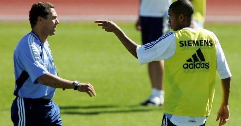 A temporada 2005-2006 começou com um Real Madrid mais reforçado. Com as contratações milionárias de Júlio Baptista, Robinho e Sérgio Ramos e a dispensa de Figo, Luxemburgo começou a montar a equipe à sua maneira.