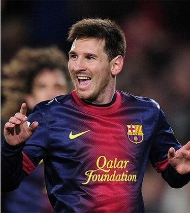 A temporada 2012/13 de Messi foi digna de um extraterrestre, pois além do título espanhol, o argentino marcou impressionantes 46 gols e deu 12 assistências em 32 partidas da liga.