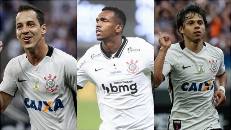 A temporada 2020 está acabando e o Corinthians se aproxima de uma marca não muito boa: a de ter pior artilheiro do clube na década. Atualmente, Jô é quem tem mais gols no elenco, com apenas oito. Confira, na galeria a seguir, os goleadores corintianos nos últimos anos desde 2011: