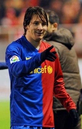 A temporada em que o craque despontou foi a 2008/09, após a chegada de Pep Guardiola ao comando da equipe catalã. Messi fez 23 gols e distribuiu 12 assistências em 31 jogos, conquistando a tríplice coroa (La Liga, Copa do Rei e Champions League) e começando a escrever a sua trajetória como referência do Barcelona.