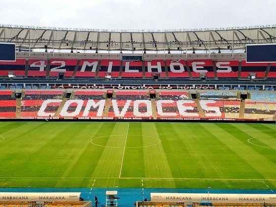 A torcida do Flamengo preparou um mosaico para a final do Campeonato Carioca, nesta quarta-feira, contra o Fluminense. A mensagem diz: