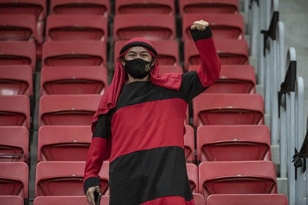 A torcida esperou poucos minutos para voltar a comemorar um gol do Flamengo, em cabeçada de Rodrigo Caio.