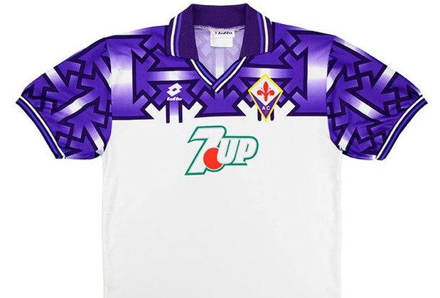 A tradicional Fiorentina, da Itália, acabou lançando uma das camisas mais polêmicas de todos os tempos com uma coleção de suásticas, símbolos do movimento nazista. O clube e a fornecedora de material pediram desculpas e as camisas foram queimadas