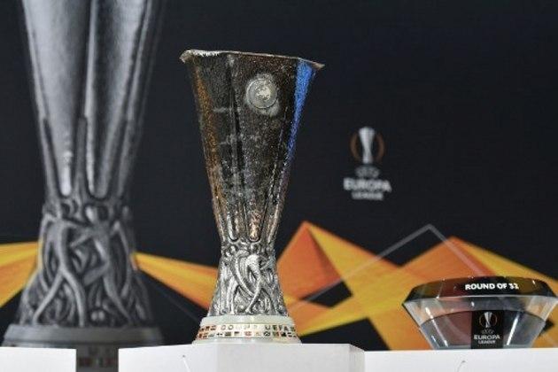 A UEFA confirma adiamento de dois jogos da Liga Europa Sevilla x Roma e Inter de Milão x Getafe não acontecerão nesta quinta-feira como estava marcado.