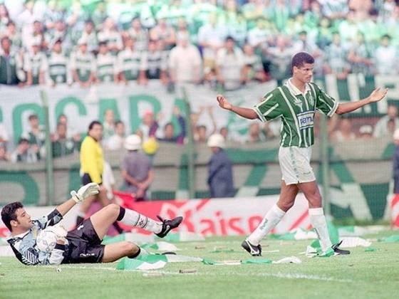 A última vez que o Palmeiras venceu o Corinthians em uma final, porém, faz algum tempo. Foi em 1994, pelo Campeonato Brasileiro. Assim como em 93, era Luxemburgo quem comandava a equipe, que venceu o primeiro duelo por 3 a 1 (dois gols de Rivaldo e um de Edmundo) e empatou o segundo por 1 a 1, sagrando-se campeão